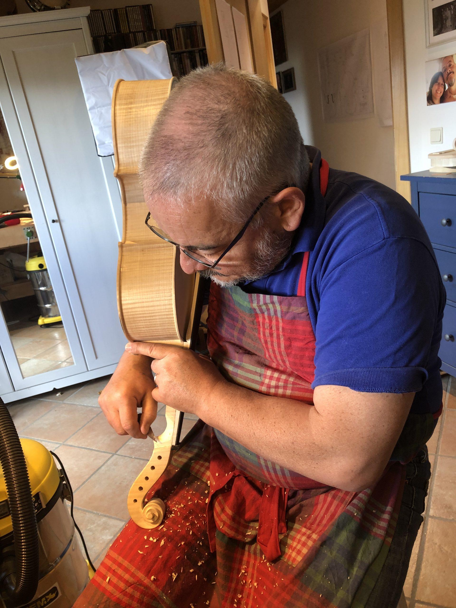 Alessandro visintini liutaio violoncello da spalla su misura