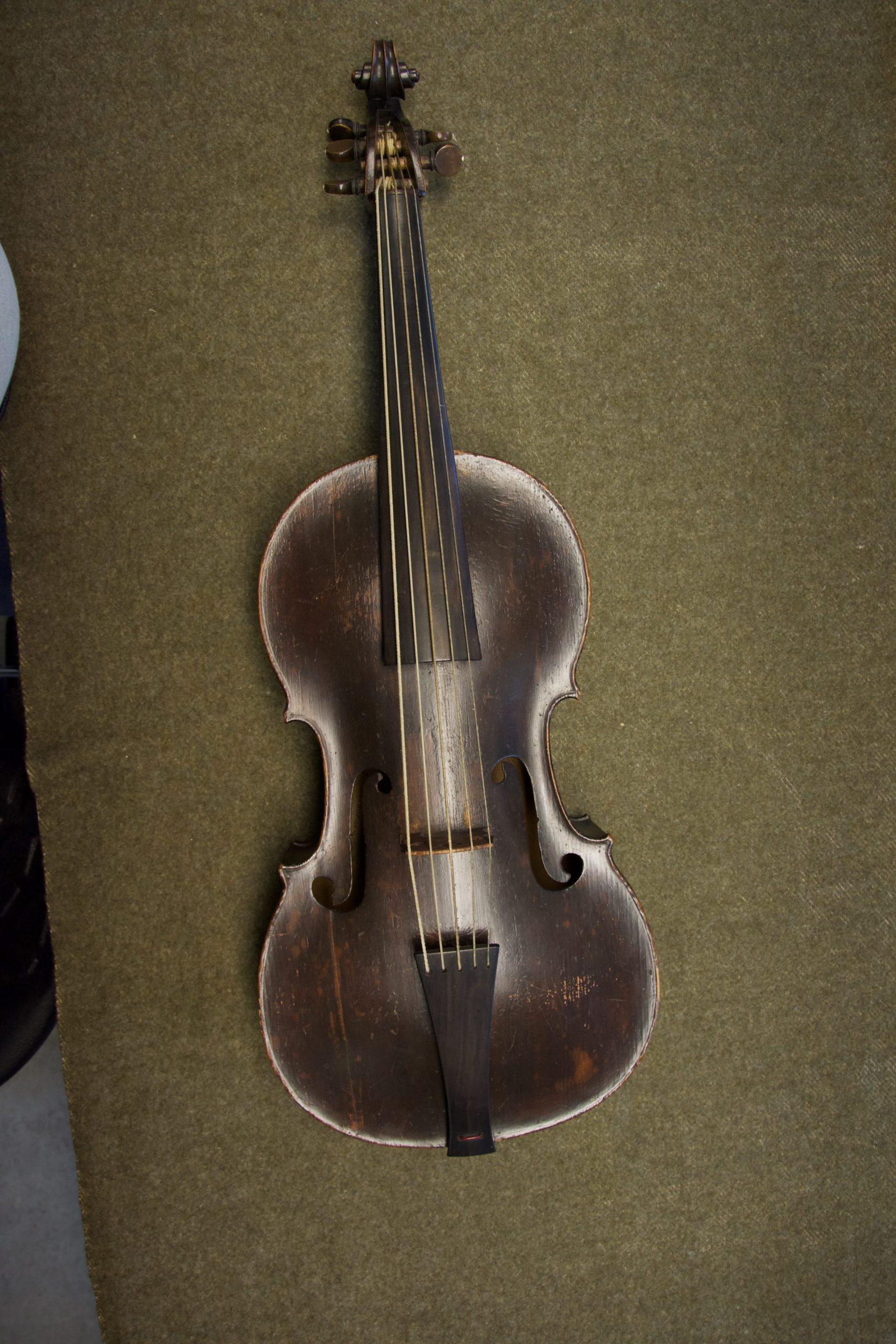violoncello piccolo cinque corde Hoffmann Lipsia museo Bruxelles