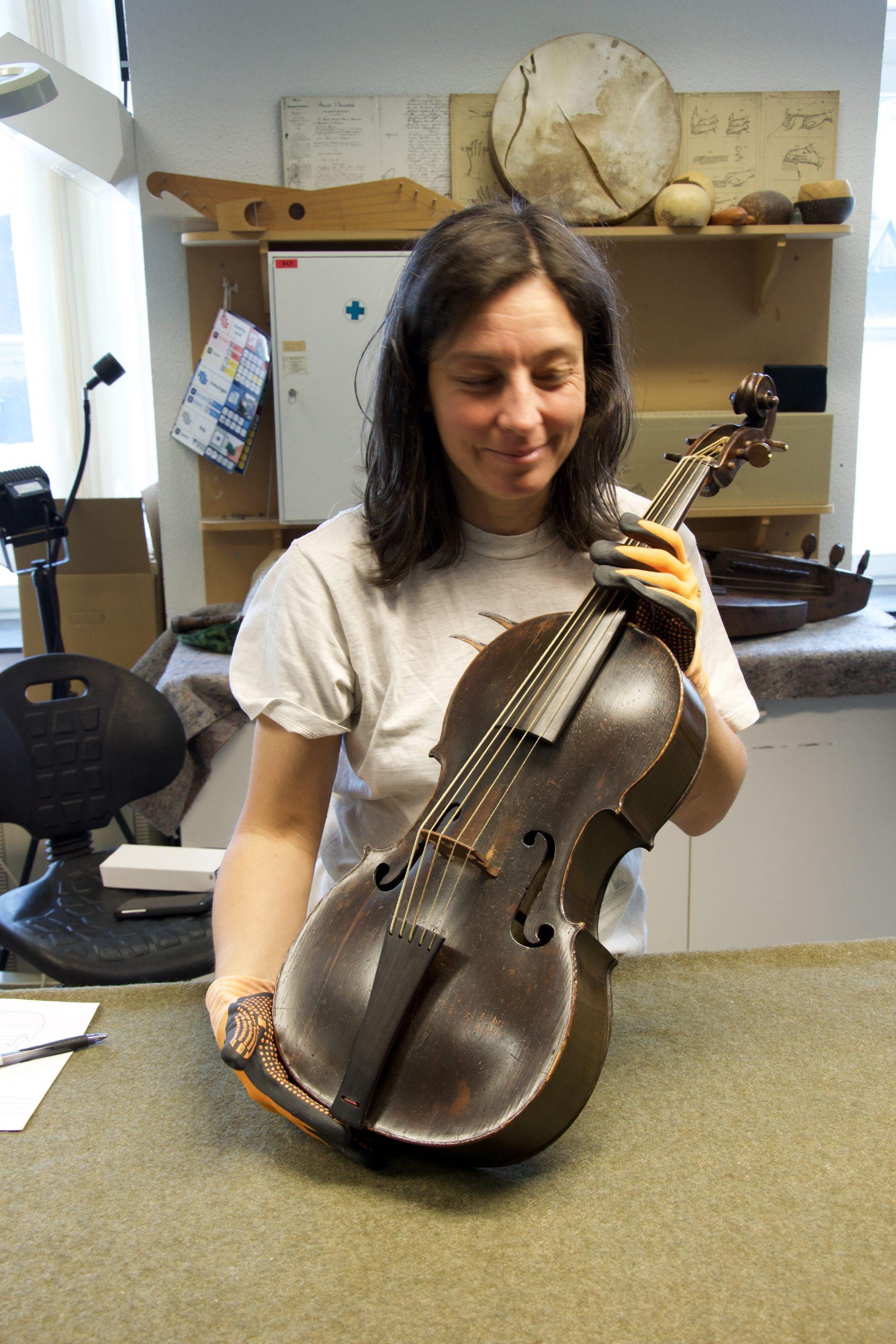 Daniela Gaidano violoncello piccolo Hoffmann Bruxelles